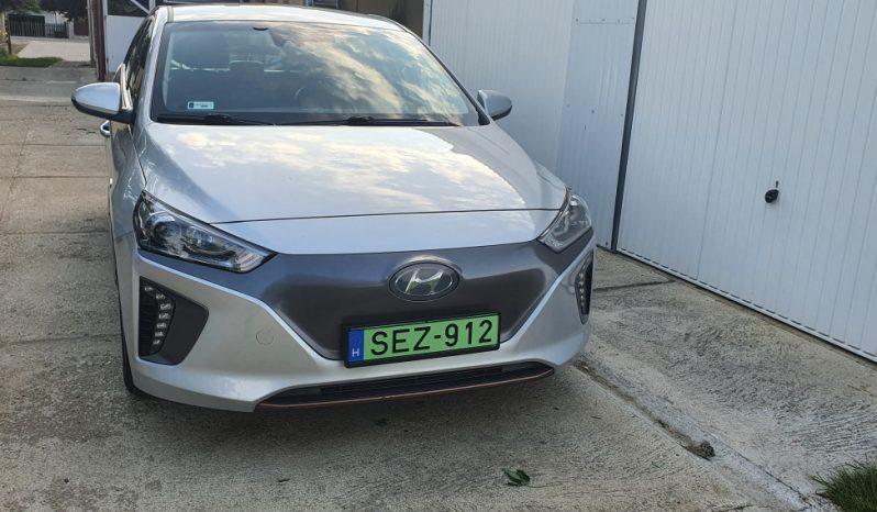 Hyundai IONIQ Electric megtelt