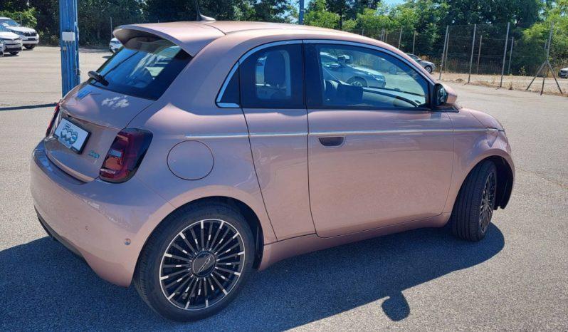 Fiat 500e megtelt